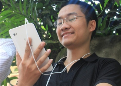 An Alumnus Earns Billions VND by Mobile Trading
