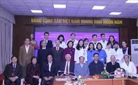 Signed cooperation Contract on training and scientific research with Thanh Nhan Hospital